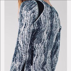 Lululemon runner texture twist black & white top